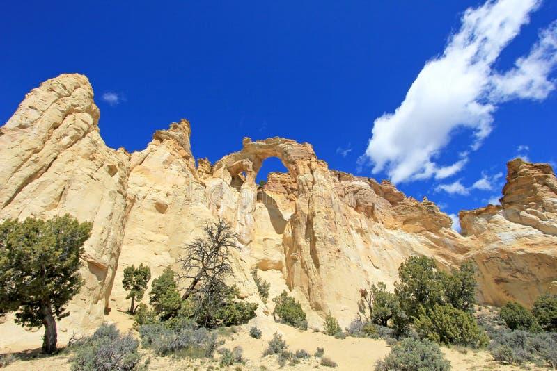 De dubbele boog van de Grosvenorboog, Cottonwood-Canionweg in Groot Trapescalante Nationaal Monument, Utah, Verenigde Staten royalty-vrije stock afbeelding