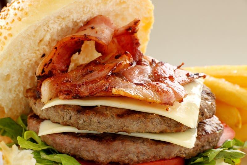 De dubbele Hamburger van het Bacon en van de Kaas royalty-vrije stock foto