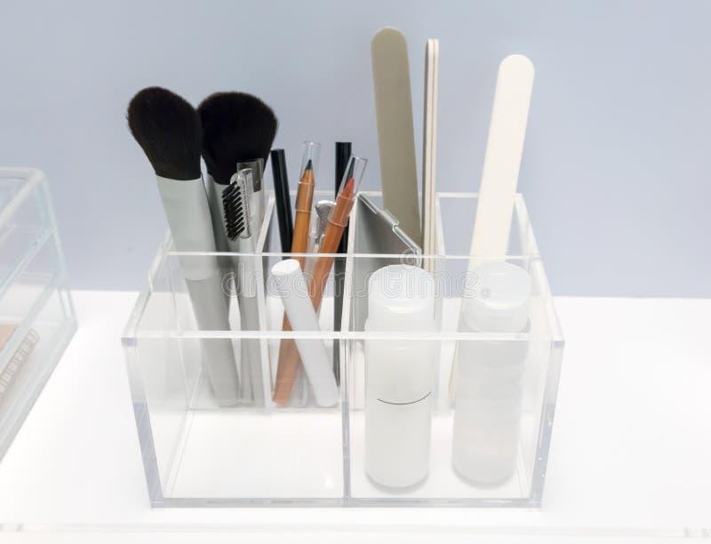 De duidelijke acrylhouder in vierkante die vorm voor schoonheid wordt toegepast organiseert zich stock afbeeldingen