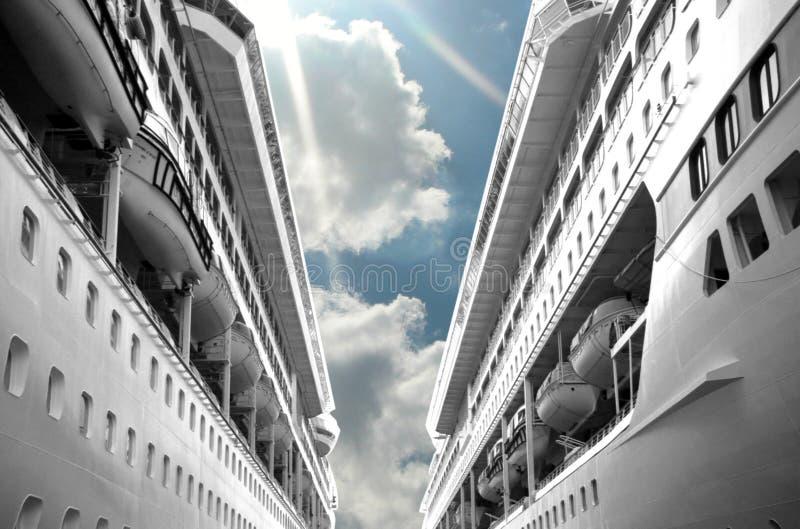 De duidelijke Cruise van de Dag stock afbeeldingen