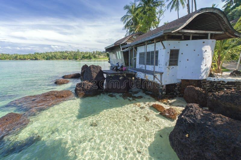 De duidelijke overzeese villa royalty-vrije stock afbeelding