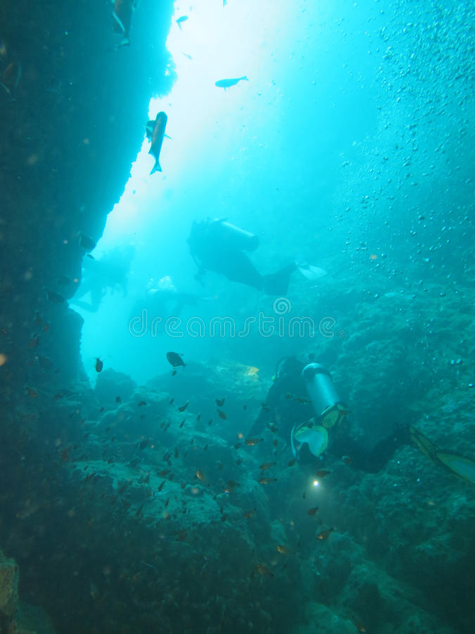 De duiker duikt in het overzees, Myanmar royalty-vrije stock afbeeldingen