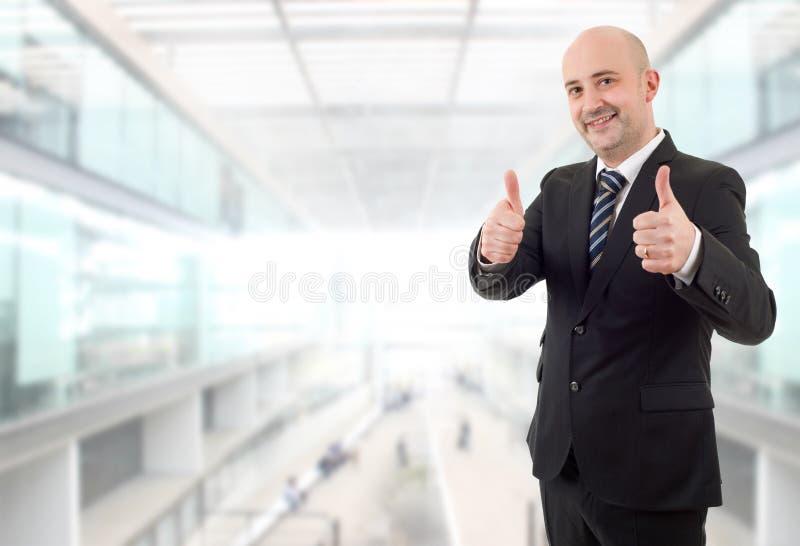 De duim van de zakenman omhoog stock foto's