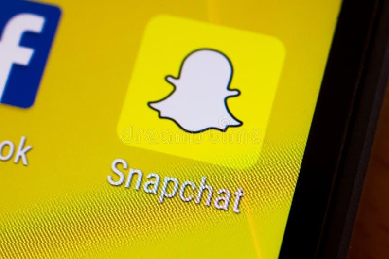 De duimnagelembleem van de Snapchattoepassing op een androïde smartphone