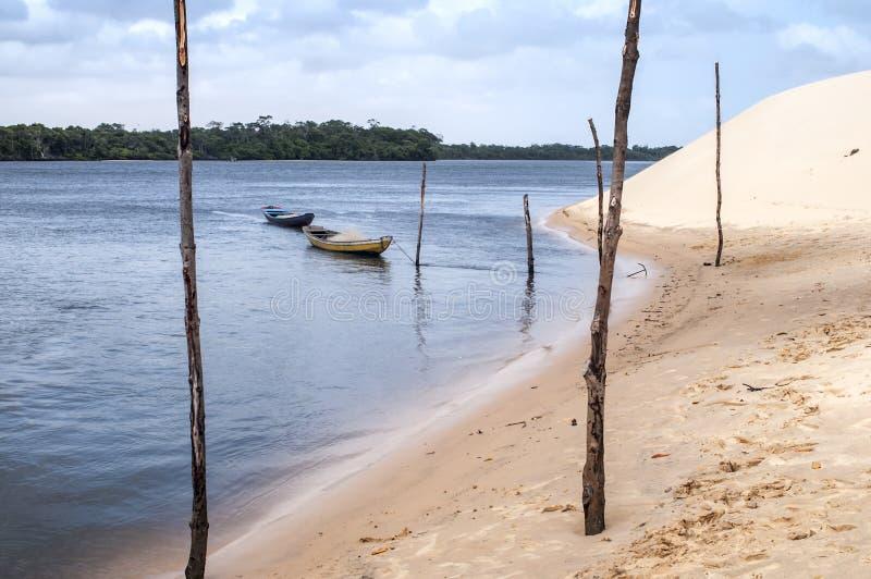 De duinen van het zand van Lencois Maranheses in Brazilië stock foto's