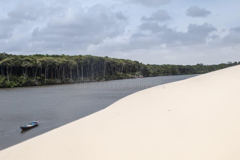 De duinen van het zand van Lencois Maranheses in Brazilië royalty-vrije stock foto