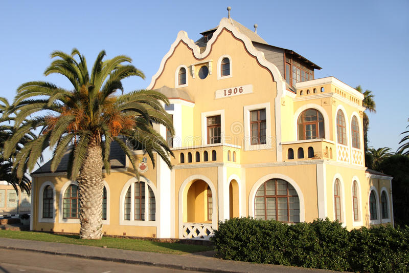 De Duitse stijlbouw in Swakopmund, Namibië stock afbeeldingen