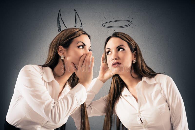 De duivel spreekt aan engel royalty-vrije stock foto