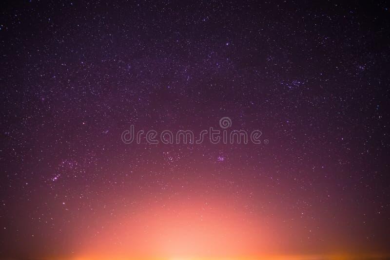 De echte Nachthemel speelt Achtergrond met Natuurlijke Kleurrijke Gradiënt mee royalty-vrije stock foto's