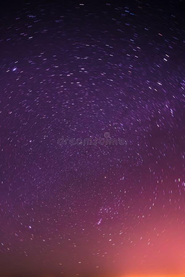 De echte Nachthemel speelt Achtergrond met Natuurlijke Kleurrijke Gradiënt mee stock foto's