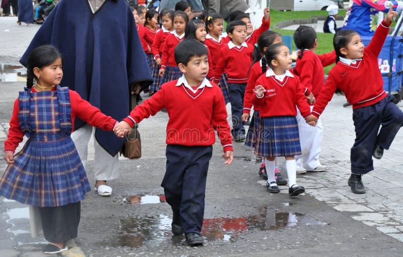 De Ecuatoriaanse Kinderen van de School stock foto's