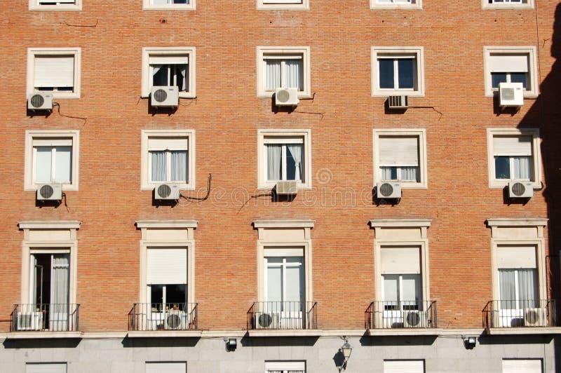 De Eenheden van de airconditioning bij de Bouw royalty-vrije stock afbeeldingen