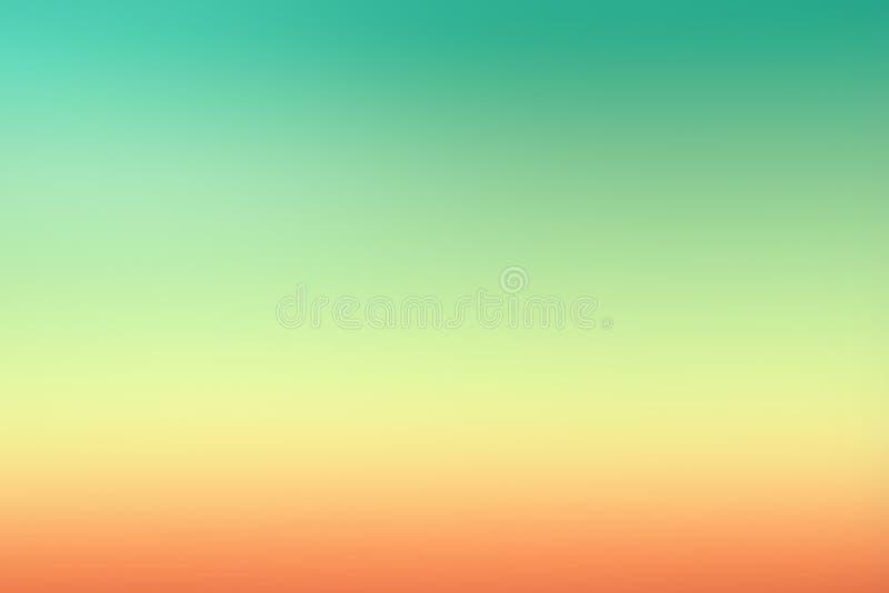De eenvoudige groene oranje zonsondergang blured gradiëntachtergrond voor de zomerontwerp stock foto