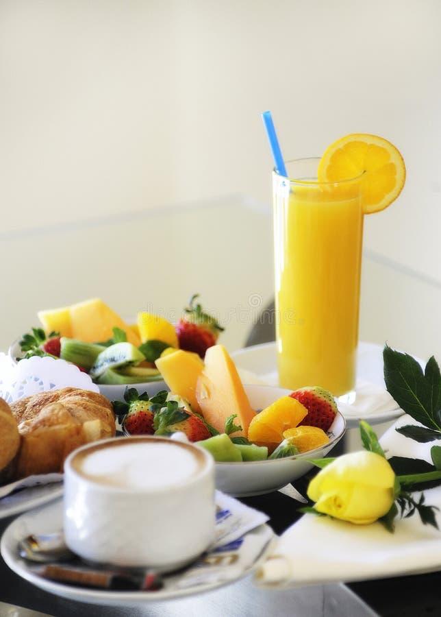 De eenvoudige levering van de ontbijtbediening op de kamer stock afbeelding