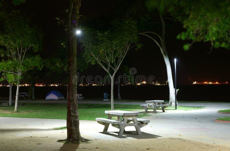 De eenzame Bank van het Park stock foto