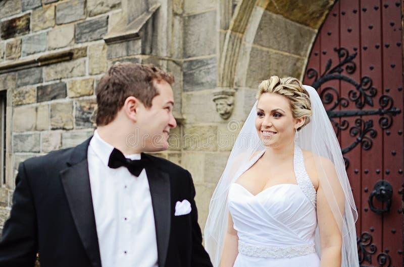 De eerste blik van het huwelijk stock afbeelding