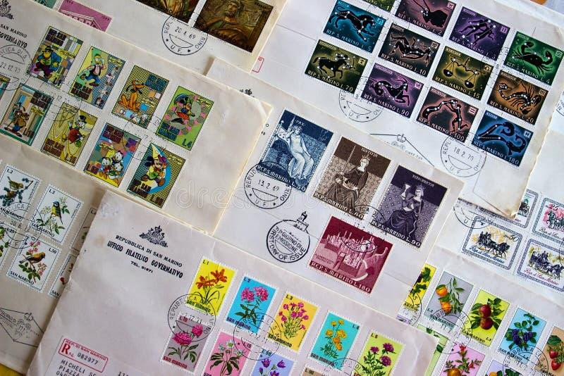 De eerste dagdekking van de zegels Marino van de staat van San (Italië) royalty-vrije stock fotografie