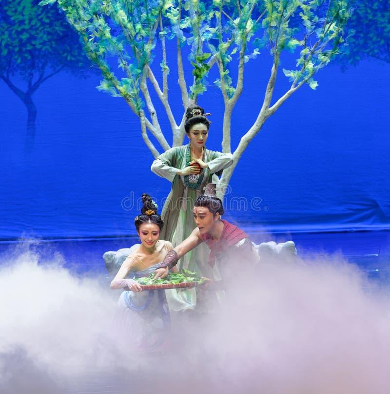 De eerste handeling: de van de het drama` Zijde van de moerbeiboom tuin-epische dans Prinses ` royalty-vrije stock afbeeldingen