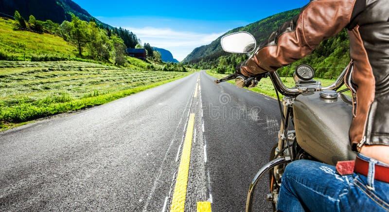 De eerste-Persoonsmening van het fietsermeisje stock afbeeldingen