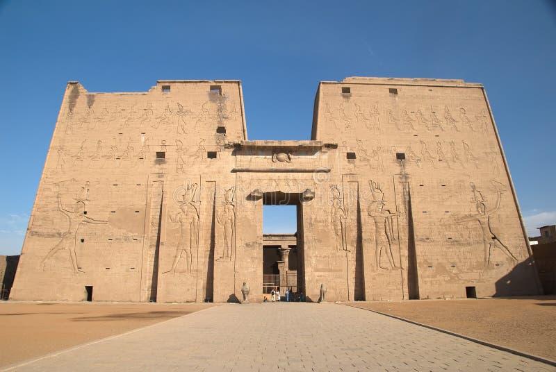 De eerste pyloon bij Tempel Edfu royalty-vrije stock afbeeldingen