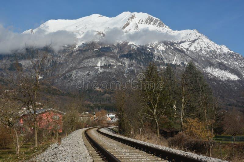 De eerste sneeuw op bergserva, het bergsymbool van de stad van Belluno royalty-vrije stock foto's