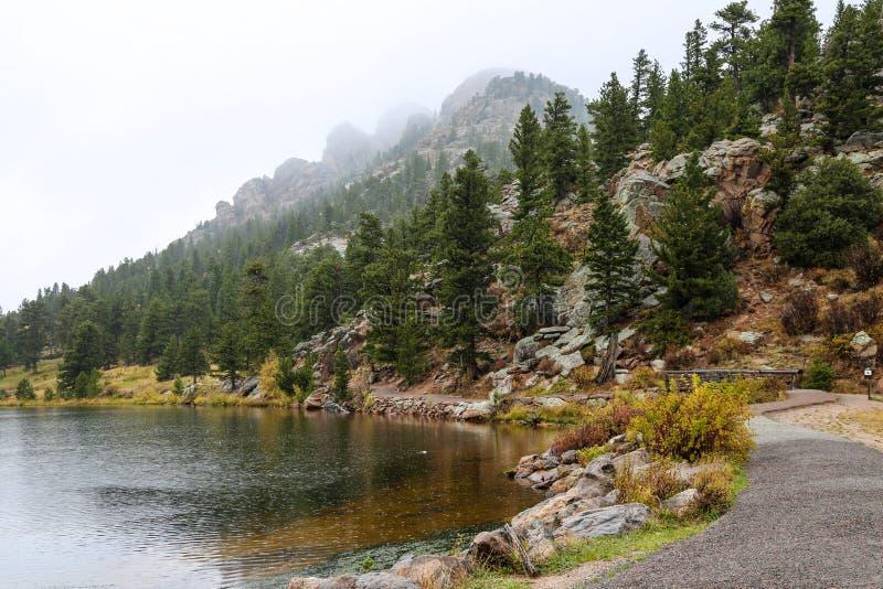 De eerste sneeuw van Lily Lake stock foto