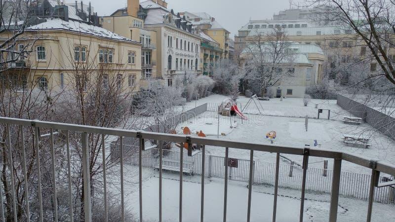 de eerste sneeuw 2016 van Wenen stock afbeeldingen