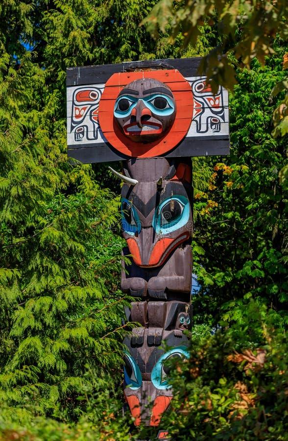 De eerste totempalen van de Natiesindiaan in Stanley Park in Bestelwagen royalty-vrije stock afbeeldingen