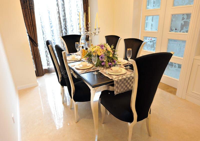 De eetkamer van de luxe stock afbeelding
