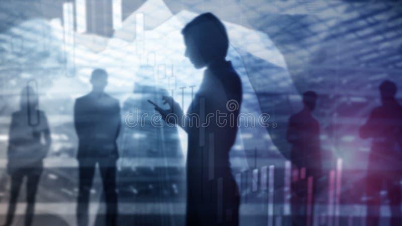 De effectenbeurs citeert grafiek Dubbele blootstellings bedrijfsvrouw en effectenbeurs of forex grafiek geschikt voor financiële  stock foto