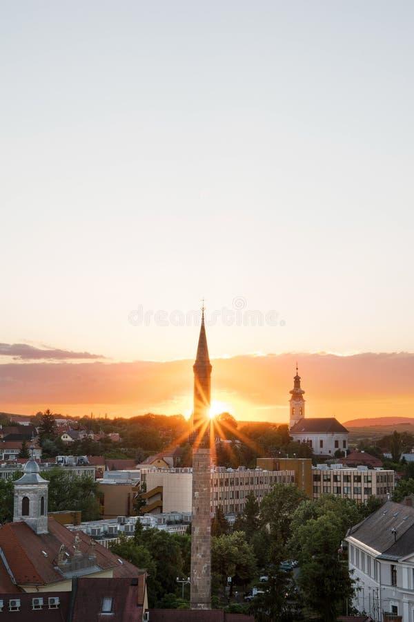 De Eger-Minaret bij zonsondergang, Hongarije stock fotografie