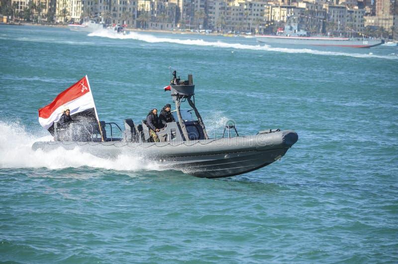 De Egyptische marine die de revolutie in Alexandrië viert royalty-vrije stock afbeelding