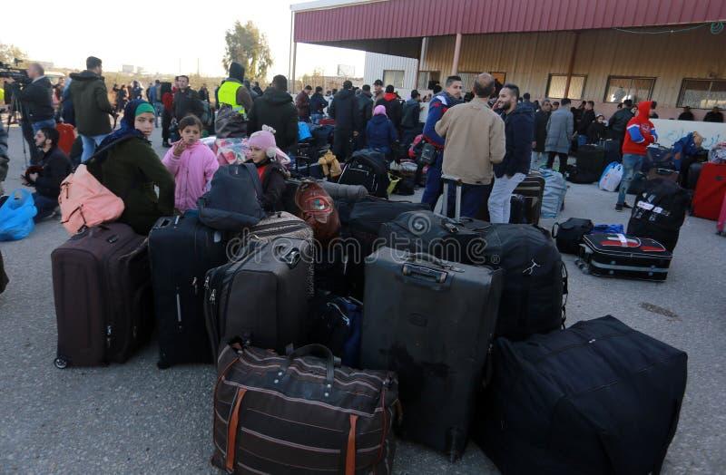 De Egyptische overheid heropent de enige passagier die tussen Gaza en Egypte in beide richtingen vandaag kruisen stock fotografie