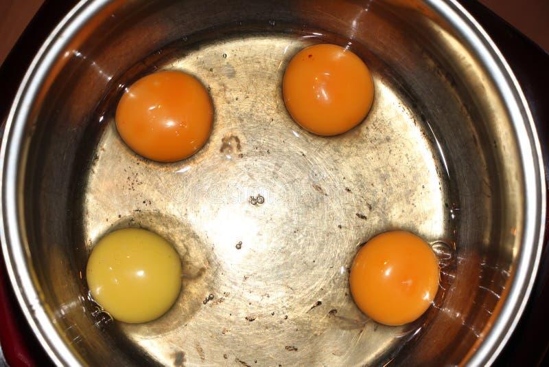 De eieren in de pan royalty-vrije stock afbeeldingen