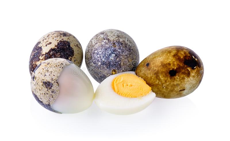 De eieren van kwartels op witte achtergrond royalty-vrije stock afbeeldingen