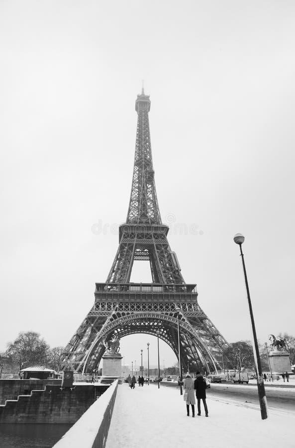 De Eiffe-Toren van de Trocadero-Brug onder sneeuw royalty-vrije stock foto