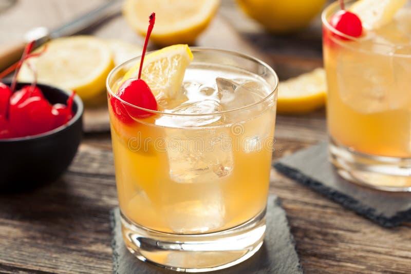 De eigengemaakte Drank van de Whisky Zure Cocktail stock afbeeldingen