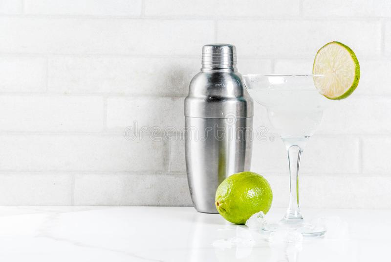 De eigengemaakte drank van de de zomerverfrissing, kalk en citroen Margarita coc stock afbeelding