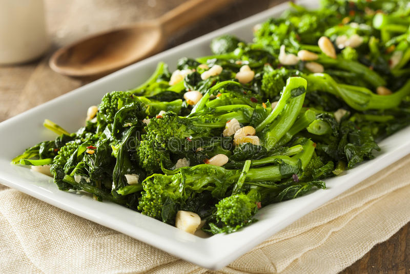 De eigengemaakte Groene Broccoli Rabe van Sauteed stock afbeelding