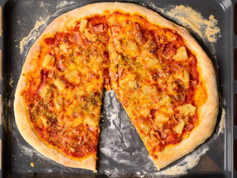 De eigengemaakte pizza van Hawaï royalty-vrije stock afbeelding