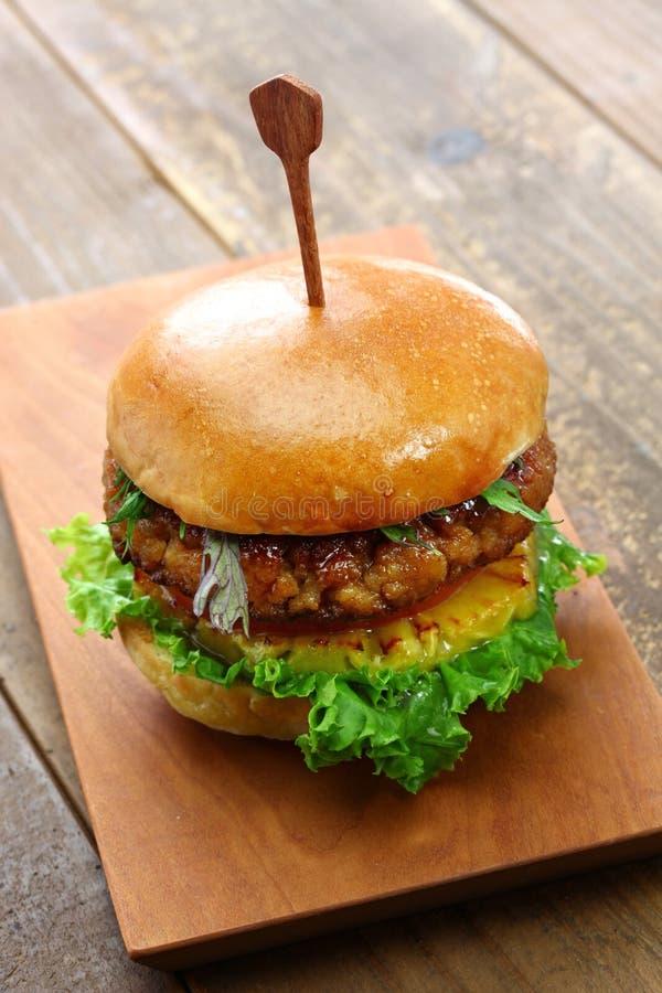 De eigengemaakte de veganisthamburger en soja hakken fijn stock foto's