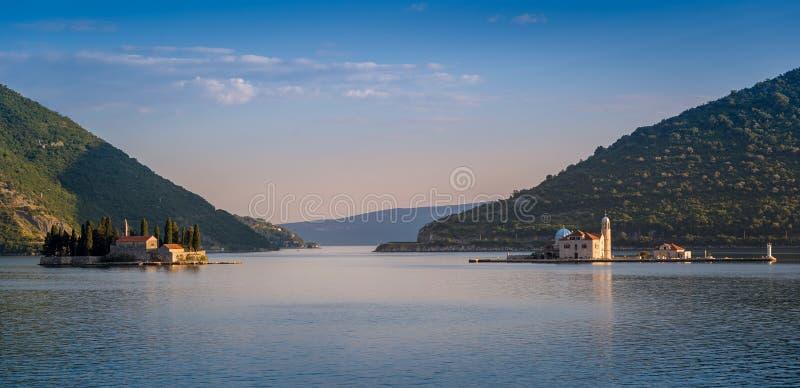 De eilanden die van het Perastklooster panorama gelijk maken royalty-vrije stock afbeelding