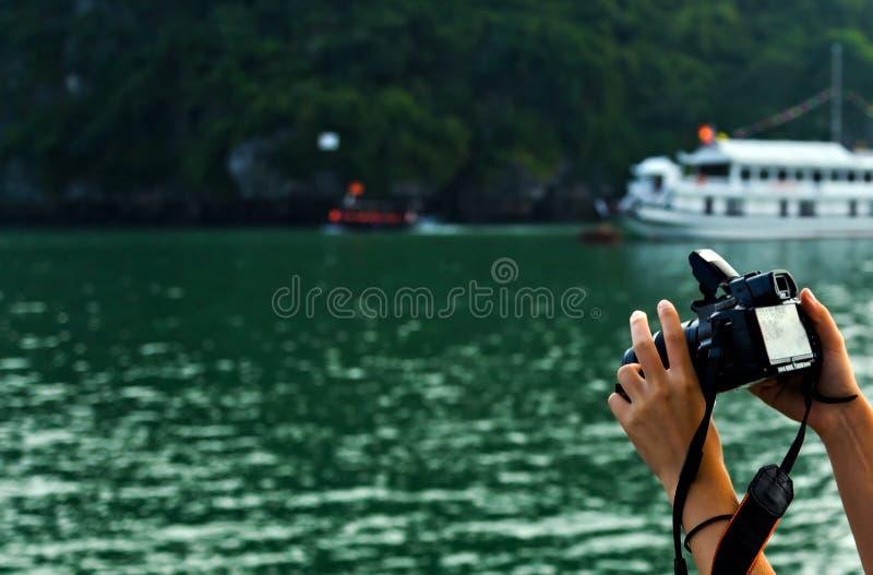 De eilanden overzees van de Halongbaai landschap Het van Zuid- rotseilanden Overzees Vietnam van China Plaats Azi? stock afbeelding