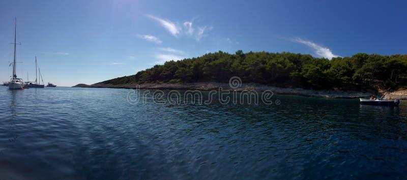 De eilanden van Kroatië op een zonnige dag royalty-vrije stock afbeeldingen