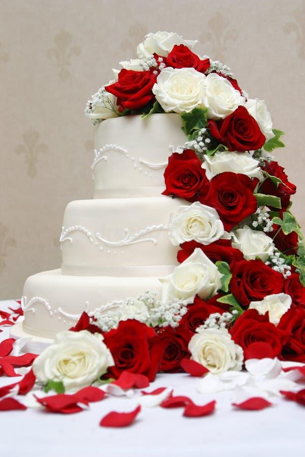 De elegante Cake van het Huwelijk stock afbeeldingen