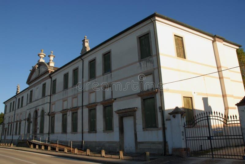 De elegante en lange bouw die in de rechteroever van Brenta in het dorp van Oriago in provincie van Venetië in Ve wordt gevestigd royalty-vrije stock fotografie