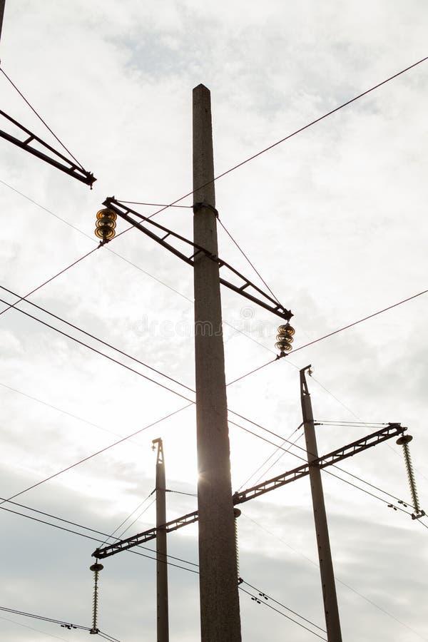 De Elektrische Toren van de hoogspanning Machtsconcept Met wolkenhemel stock afbeeldingen