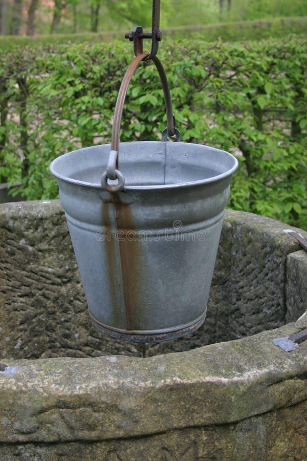 De emmer van het water stock foto