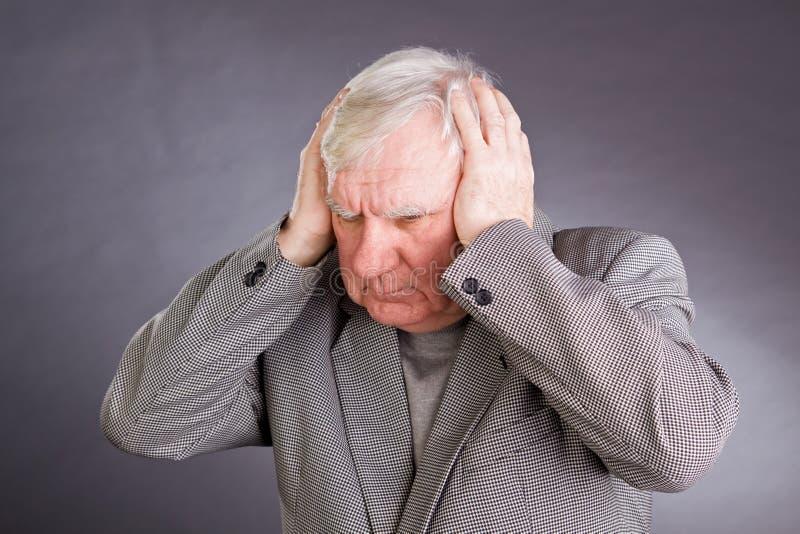De emotionele bejaarden van het portret royalty-vrije stock afbeeldingen
