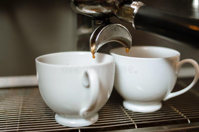 De energie van de de dalingskop van de dalings hete koffie het stimuleren drank stock fotografie